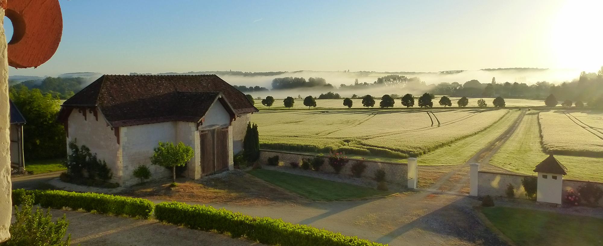 vue au petit matin du domaine de la maison neuve